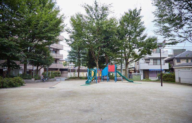 1Q84 Koenji Playground